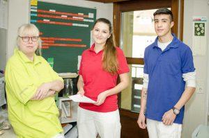 """""""Gemeinsam im Team leisten wir bessere Arbeit."""" Pflegefachkräfte und ein BFDler in unserer Pflegeeinrichtung Haus Schloßberg."""
